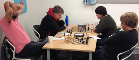 Grupp A Johan-David 1-0, Anders-Ludvig ½-½.